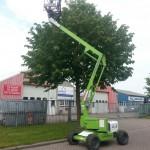 In Noord-Holland kun je een 4 x 4 diesel aangedreven hoogwerker huren bij Snoek Handelsonderneming. Ook ideaal voor het snoeien van bomen en struiken.