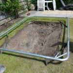 Snoek Handelsonderneming graaft ook in achtertuintjes om bijvoorbeeld een trampoline te plaatsen.